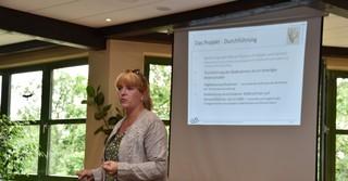 Diplom-Biologin Patrizia König informiert über das Projekt und den aktuellen Stand.