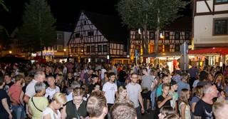Rund 8.000 Besucher schlendern am Samstag durch die Schlüchterner Straßen.