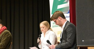 Die beiden angehenden Abiturienten Hanna Winhold und Julius Warnecke moderierten den Abend