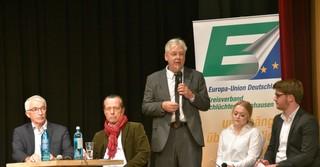 (mitte) Thomas Schneider während der Podiumsdiskussion