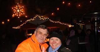 Uffeln erschien in Uniform der Leute in Orange und zollte so den Mitarbeitern des Bauhofes, der Freiwilligen Feuerwehr und des Technischen Hilfswerkes großen Respekt für die vielen geleisteten Stunden beim Budenaufbau.