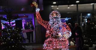 Die XXL Leuchtfiguren schmücken die Innenstadt.
