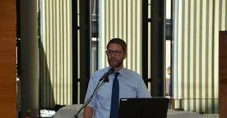 Landrat Thorsten Stolz bei seiner Ansprache