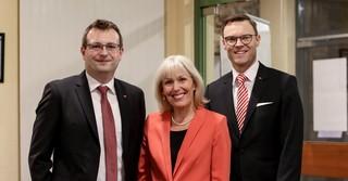 Von links: SPD Main-Kinzig Geschäftsführer Maik Zimmer, Bundestagsabgeordnete Bettina Müller und Naturenergie Main-Kinzig Geschäftsführer Oliver Habekost.