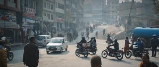 Dichter Verkehr in Nepal.