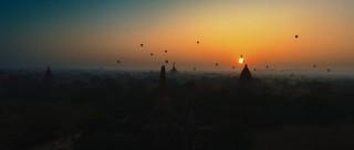 Heißluftballon vor dem Sonnenuntergang: Das Bild zeigte sich Dennis Kailing in Bagan in Myanmar.