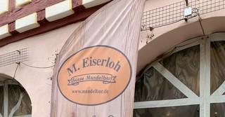 In der 'Ebbelwei-Schänke' verkauft Freundin Svenja Hettenbach die Leckereien der Familie Eiserloh-