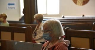 Mit Mundschutz und genügend Abstand konnte der Gottesdienst besucht werden.