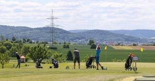 Ganze 27 Loch zählt der Golfplatz des Golfparks Hühnerhof in Gründau.