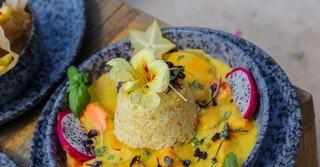 Veganes Süßkartoffelcurry mit Reis.