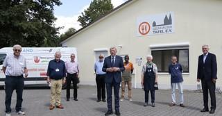 Das Team der Gelnhäuser Tafel gemeinsam mit Ministerpräsident Volker Bouffier.