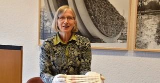 Historikern Anette Vinnen freut sich, dass die Stadt Gelnhausen Teil des Archivs ist.