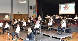 Das sinfonische Blasorchester der Stadtkapelle Schlüchtern nahm die Gäste mit auf eine musikalische Zeitreise.