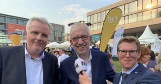 Beim Hessenfest 2019 in Berlin: Der neue FFH-Chef Marco Meier zusammen mit seinem Vorgänger Hans-Dieter Hillmoth und FFH-Nachrichtenchef Patrik Baum.
