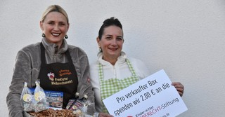 Die Schwägerinnen betreiben die Mandelbar (Monika Eiserloh, links) und die Himmlischen Früchte (Yvonne Eiserloh).