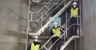 Landrat Thorsten Stolz (rechts) und Erlensees Bürgermeister Stefan Erb (Mitte) haben gemeinsam mit Stephan Zimmermann, Geschäftsführer der Lidl-Regionalgesellschaft Alzenau, die Baustelle des Lidl-Verwaltungs- und Logistikzentrums besucht.