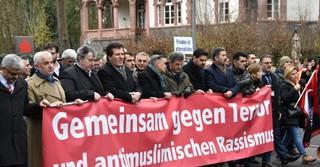 Mehrere tausend Menschen kamen wenige Tage nach dem rassistischen Anschlag in Hanau zu einem Trauermarsch zusammen.