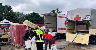 DRK-Helfer vom Kreisverband im Hochwassergebiet. - Foto: DRK/Kai Hirchenhein