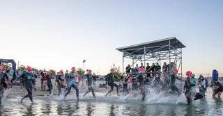 Um 6:35 Uhr ging es für die ersten Sportler ins Wasser  - Alle Fotos: Tobias Rehbein