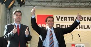 Mit Gerhard Schröder bei einer Wahlkampfveranstaltung in Hanau im Jahr 2005