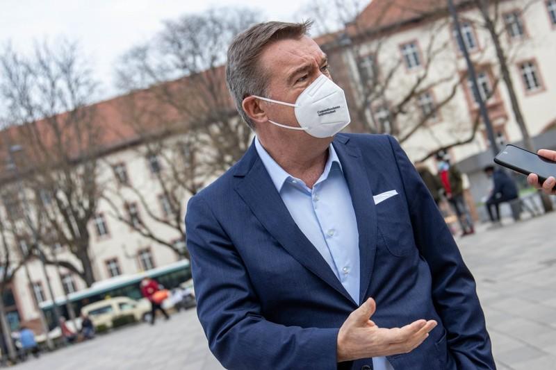 Sondierungsgespräche hatten die Sozialdemokraten sowie der wiedergewählte Oberbürgermeister Claus Kaminsky mit Grünen, CDU, FDP und BfH geführt. - Archivfotos: KN / Tobias Rehbein