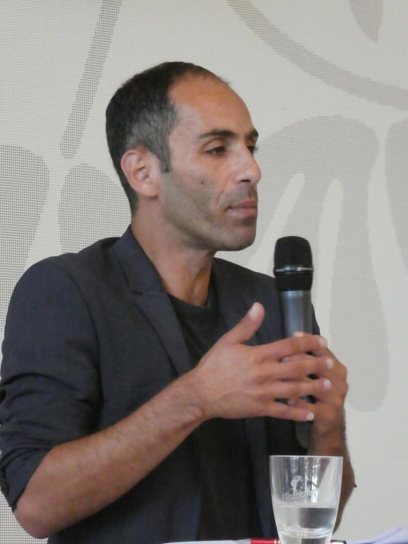 Ali Al-Dailami sprach als Hauptredner die maßgeblichen Politikfelder Armut-Reichtum bzw. soziale Gerechtigkeit, Klimawandel und Frieden an.