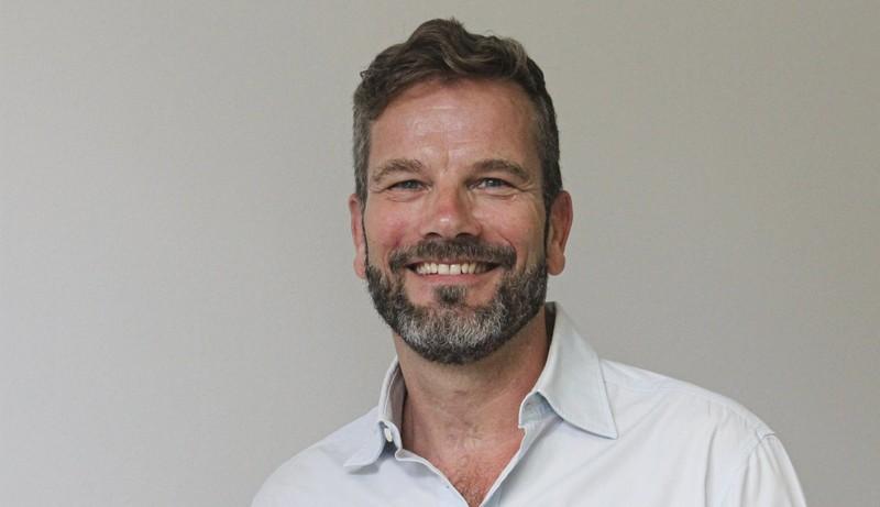 Der stellvertretende ärztliche Direktor Jörg Lüders-Heckmann informiert über die Situation von Kindern und Jugendlichen während der Corona-Pandemie